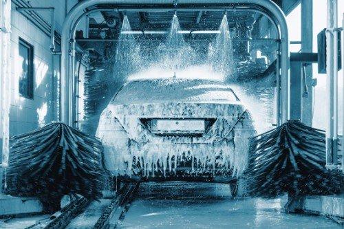 vettura durante il lavaggio