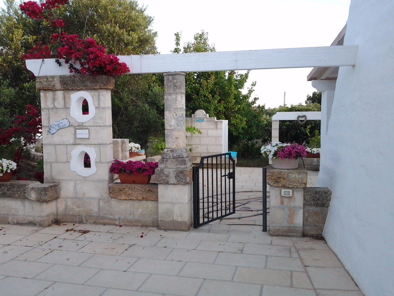 Cancello e muro esterno in pietra