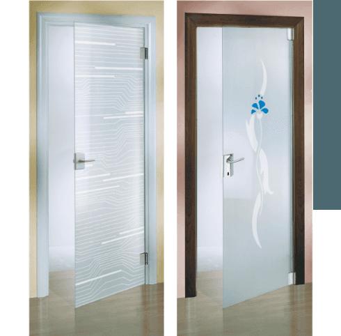 delle porte in vetro con dei disegni