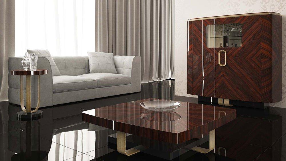 Soggiorno con il suolo di marmo, tavola bassa e armadio di legno scuro ,divano grigio,