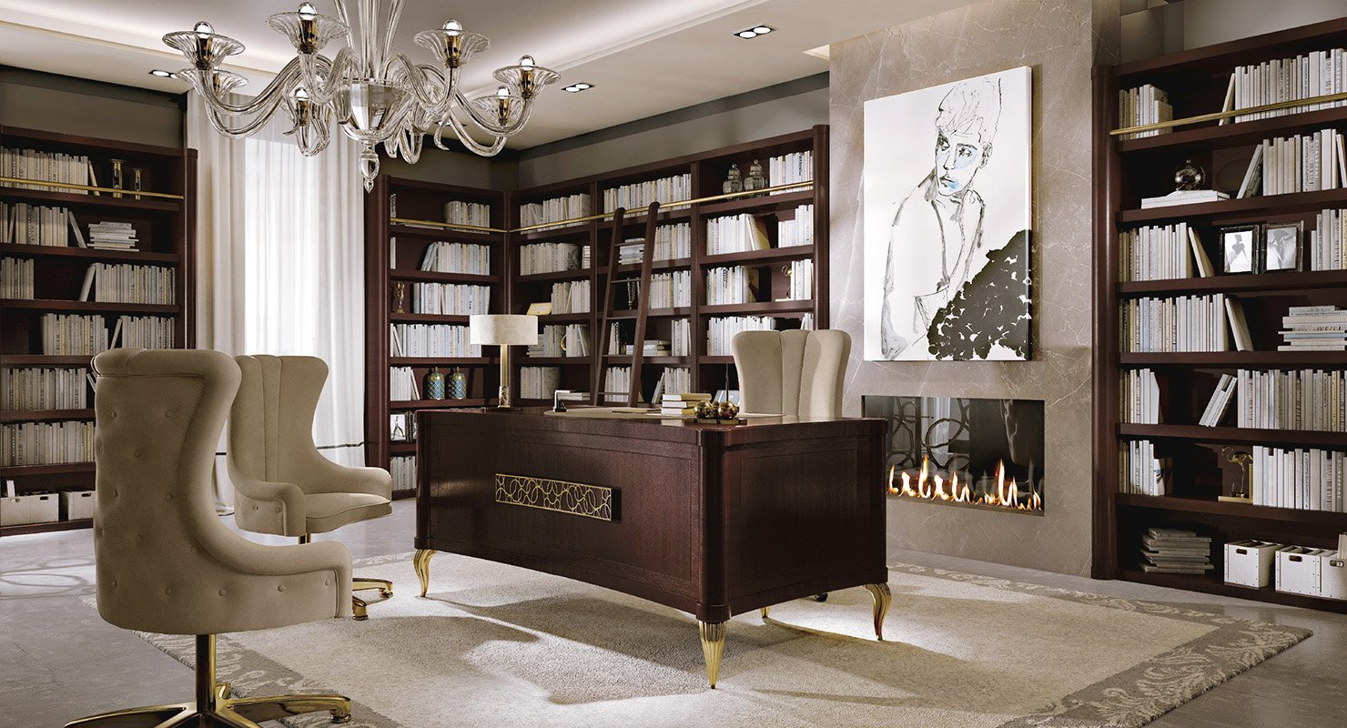 Studio di legno scuro, sedie beige, grande scaffali,