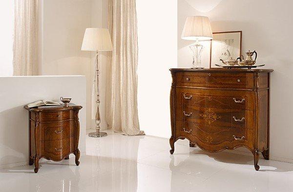 mobili in legno in stile classico
