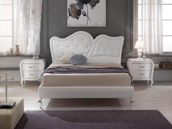 Camera da letto con comodini dalle linee morbide