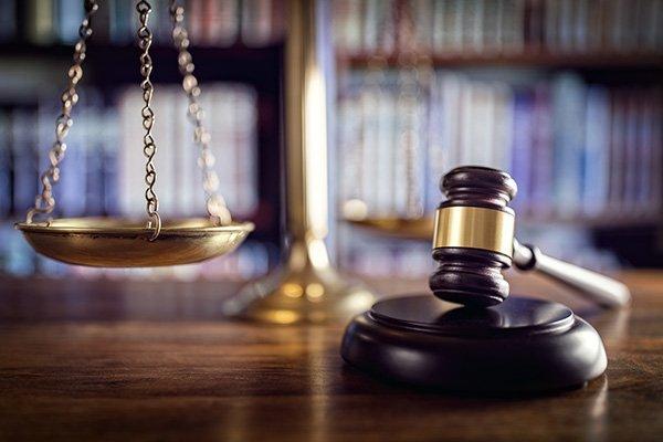 martello e bilancia dell'avvocato