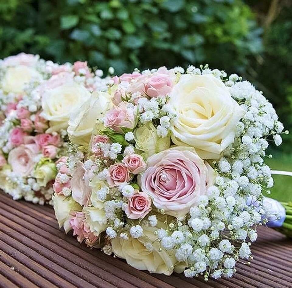 mazzo di fiori all'aperto