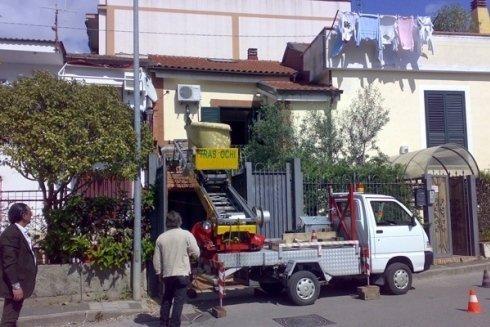 camioncino per carico e scarico merci