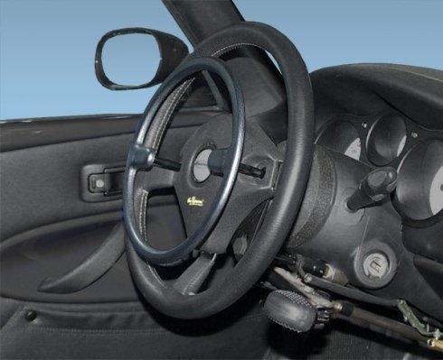Acceleratore meccanico a cerchiello posto sopra il volante