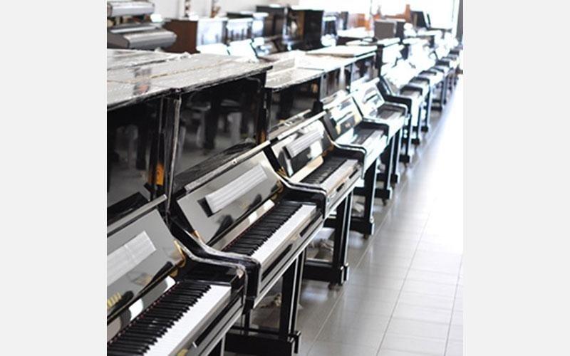 Panoramica di modelli Yamaha nuovi U3, U1, P121, B3, B2, B1. Tutti i modelli si possono vedere e provare anche in versione silent