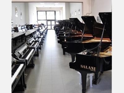 Serie di pianoforti a coda Yamaha mod GB1, C2M, C3X, C5M, C6X, utilizzati per noleggio concerti e spettacoli