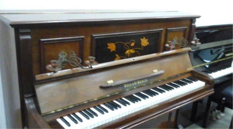 Bell.C.B Liberti, mat 13231 noce, tastiera in avorio, candelabri originali, lucidatura mobile gommalacca, € 2.500. Completamente restaurato suono inizio secolo