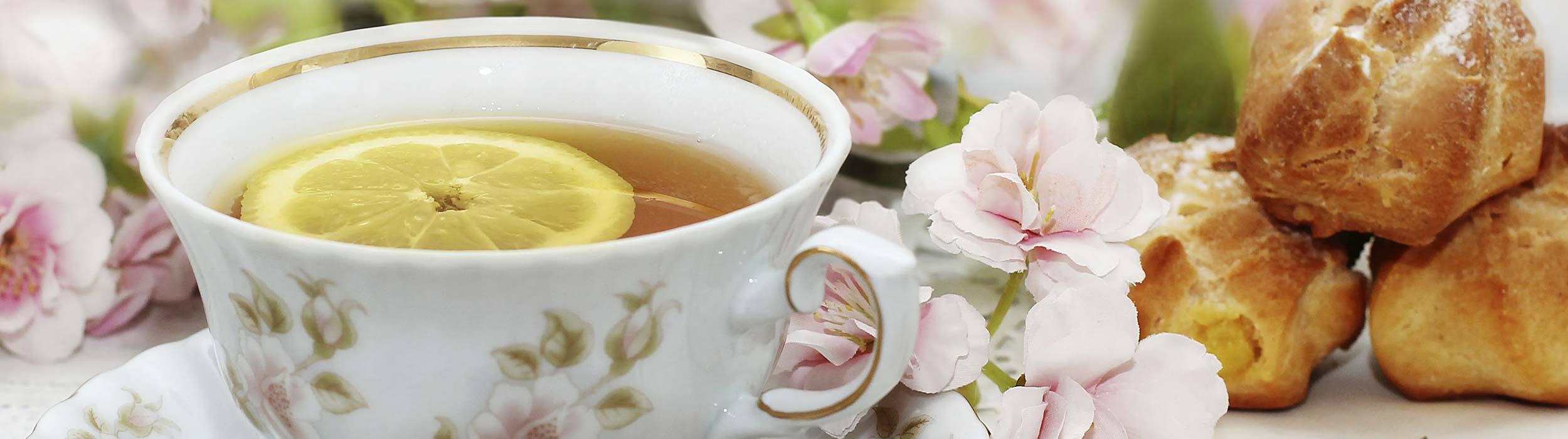 Afternoon tea with lemon