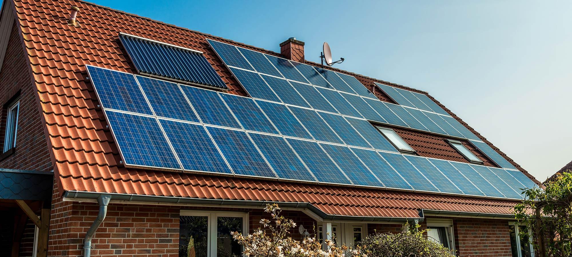 Pannelli solari sul tetto presso Ditta Termoidraulica Nerio Caporali a Cesena