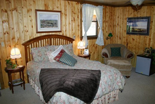 North Fork Ranch Accommodations - Wildhorse Lodge