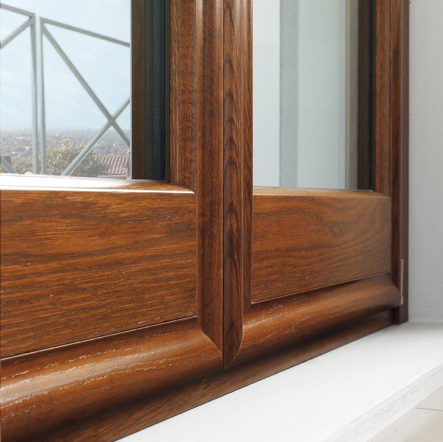 dettaglio di finestra in legno