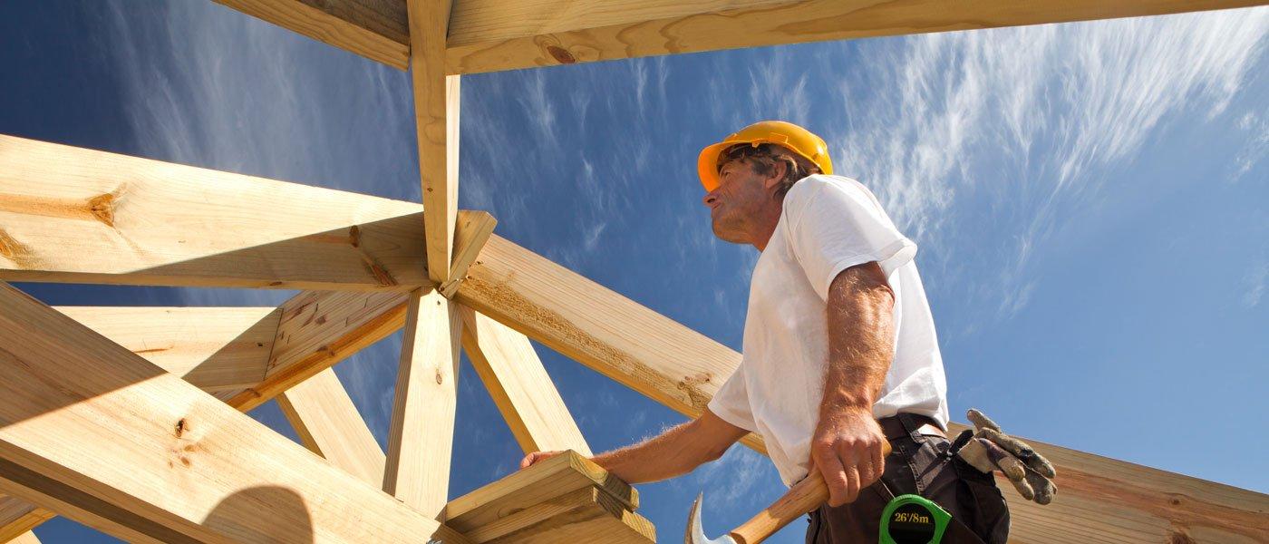 oeraio durante la costruzione di un tetto