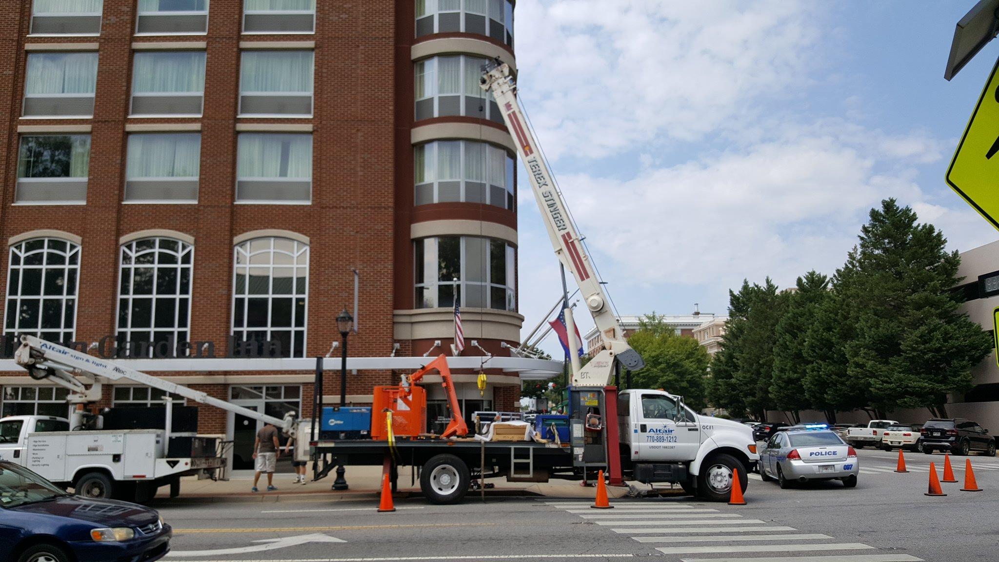 Crane rentals atlanta crane rental services for sign for Hilton hotels near mercedes benz stadium atlanta