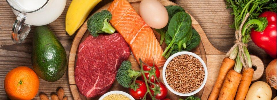 tagliere con alimenti dietetici