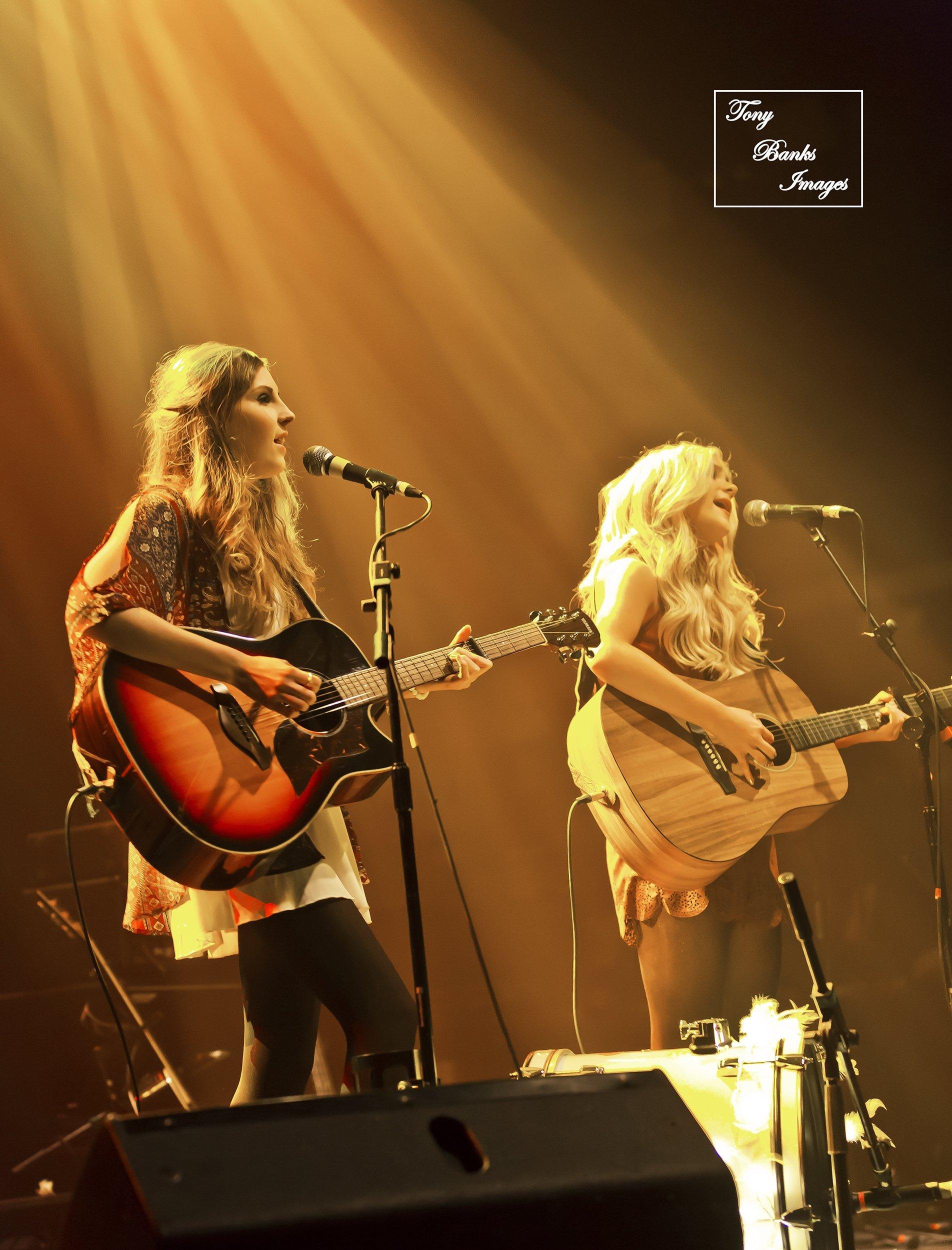2 girls singing