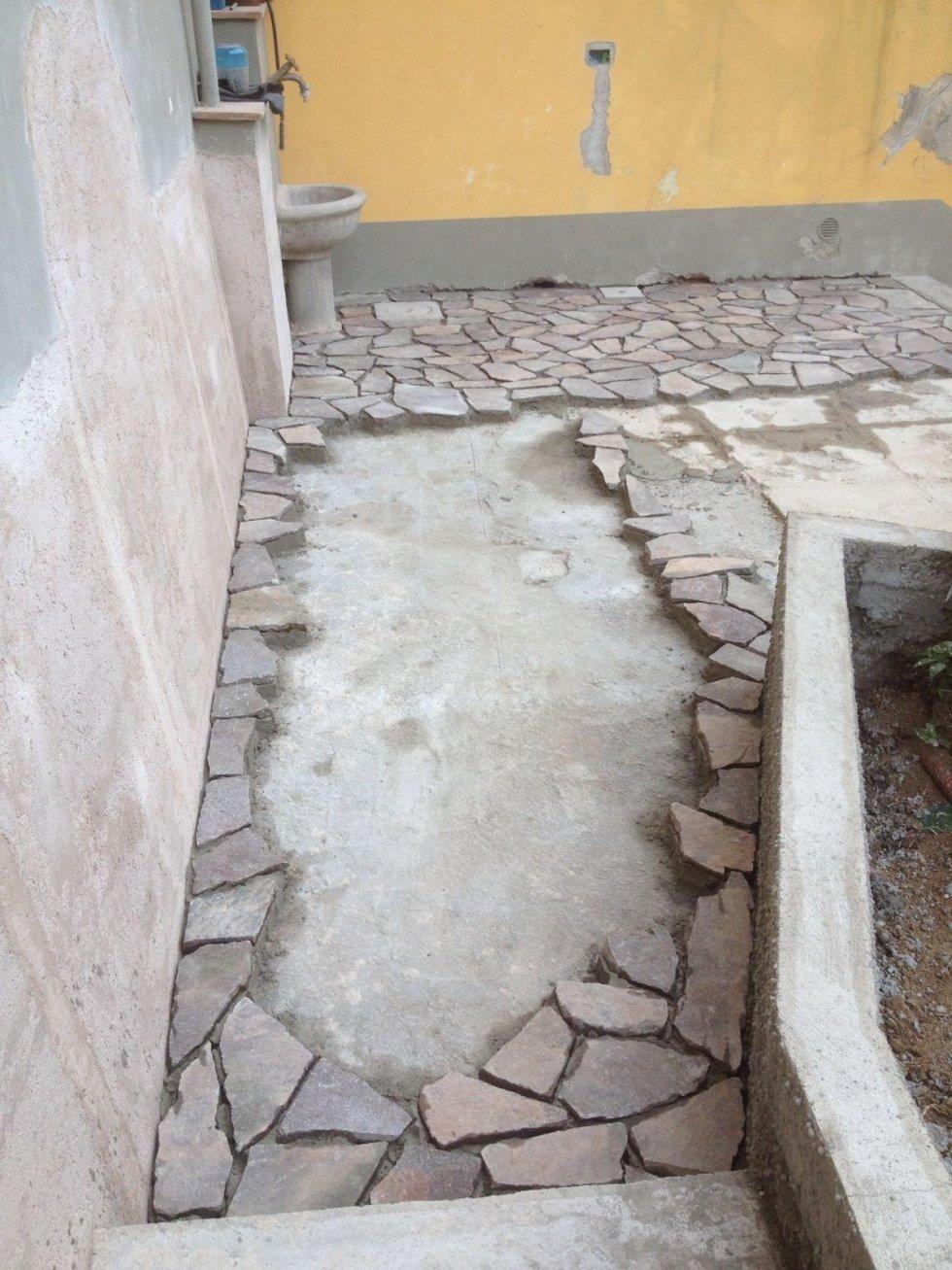 Installazione di porfido  su marciapiede