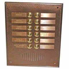 cornice perimetrale in ottone martellato, targhe personalizzate, classiche