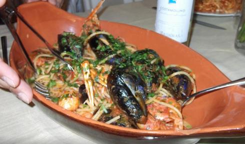 Spaghetti allo scoglio, specialità carlofortine, cucina nostrana