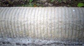 cordoli di cemento, canali di scolo