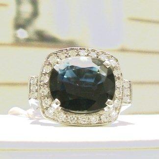 Anello in oro bianco 750 con zaffiro blu naturale e diamanti - modello classic
