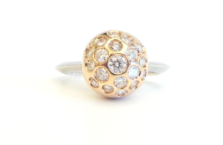 Cattelan - Globe model - ring in white and yellow gold 750 with diamonds