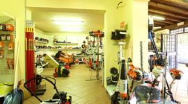 ricambi per macchine agricole; tosaerba; trattorini per giardinaggio; utensili per giardinaggio; zappatrici