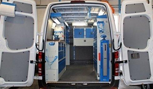 interno di furgone per riparazioni auto