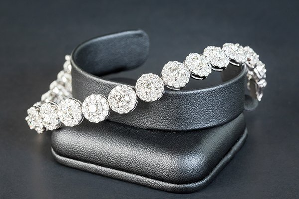 Collana con i diamanti a Arezzo
