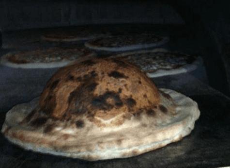 pizza cotta in forno a legno
