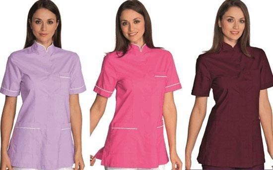 tre donne con camicia rosa, lilla e bordeaux