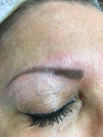 Sopracciglia con dermopigmentazione