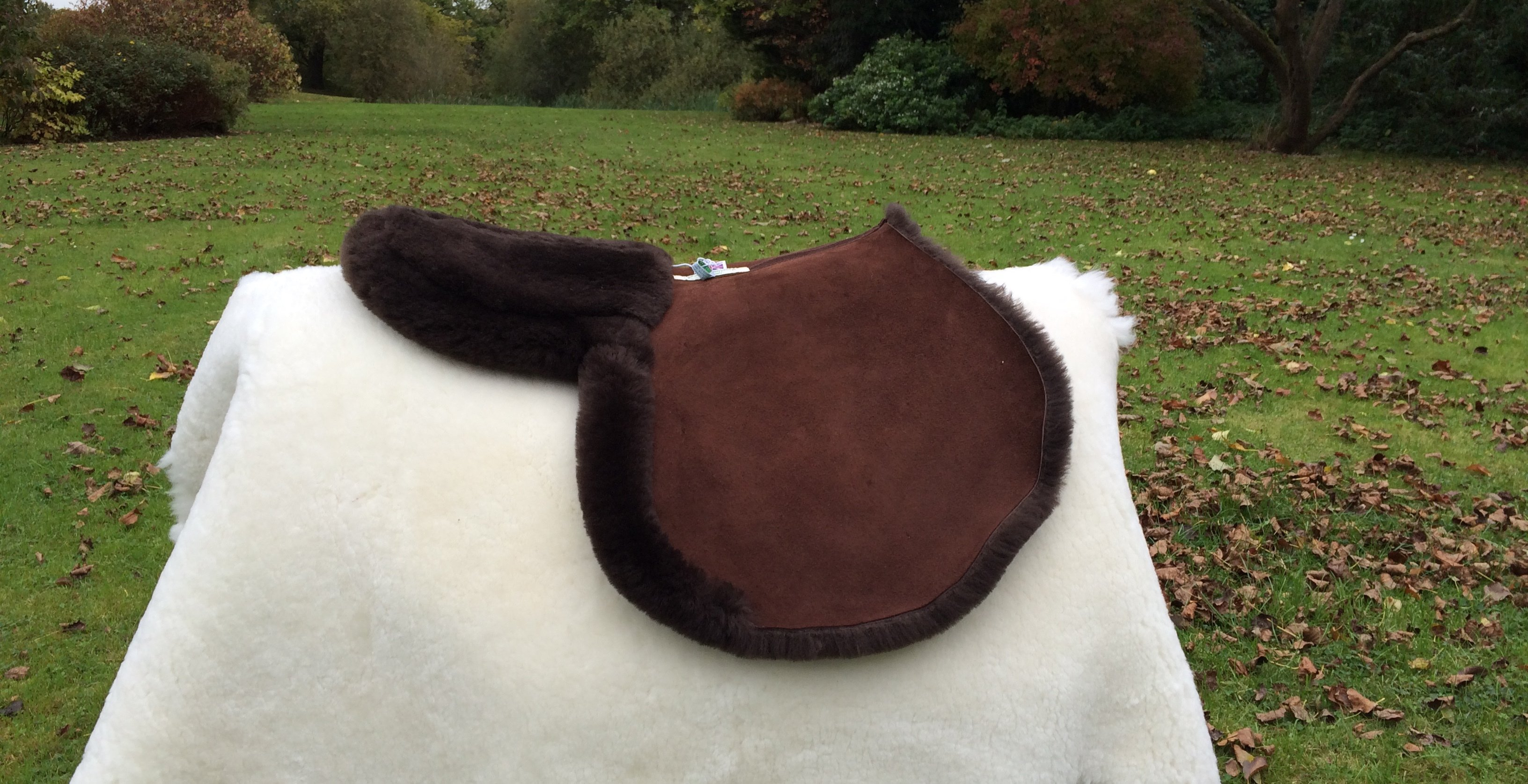 Jumping Cross Country Sheepskin Numnah with Turned Edges Around back of seat and flaps with a Detachable Riser Pad at Seat .