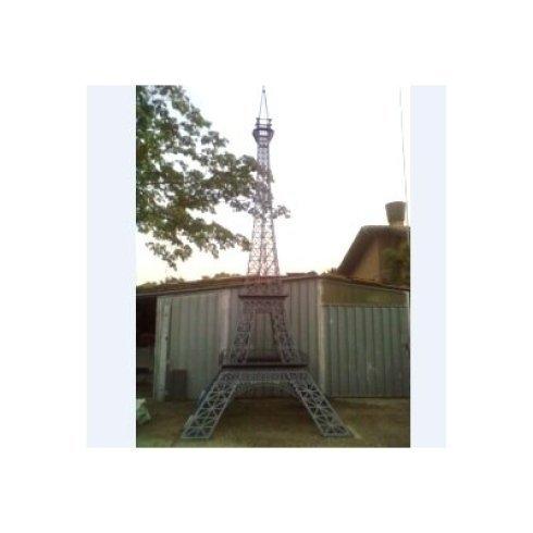 Riproduzione in scala delle Torre Eiffel