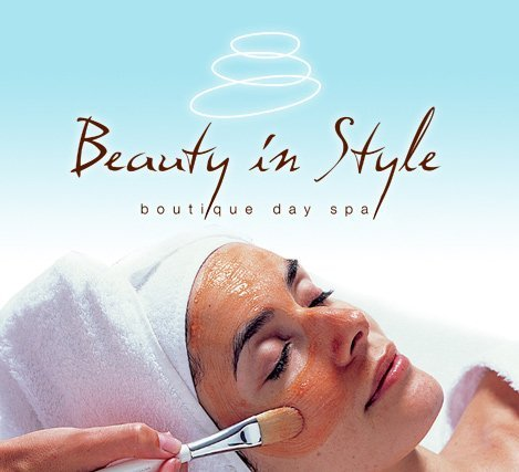 beauty in style day spa girl doing facial.
