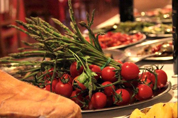 pomodorini su un buffet