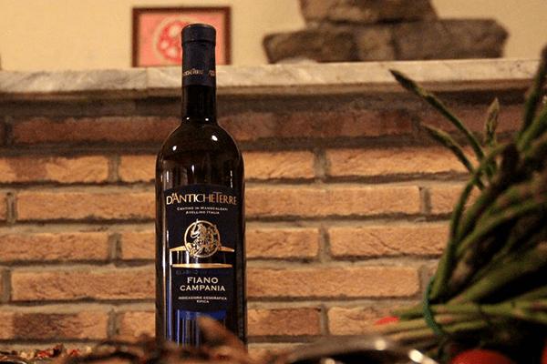 bottiglia di vino campano