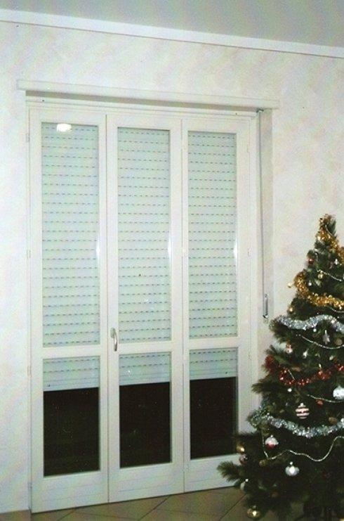 Porta finestra in legno bianco