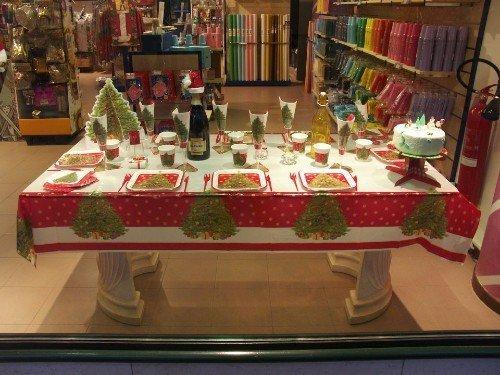 tavolo apparecchiato a tema natalizio