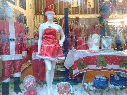 costumi di natale in vetrina