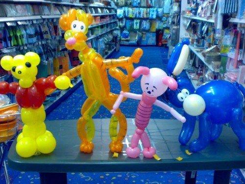 personaggi dei cartoni creati con palloncini