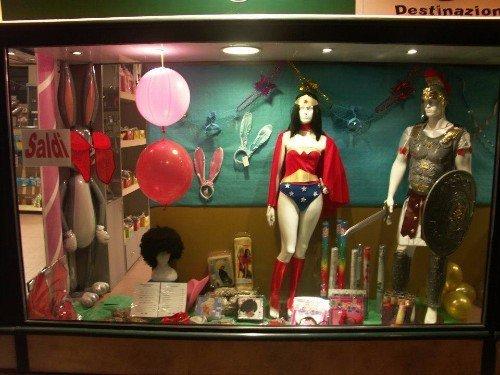 costume da wonder woman in vetrina