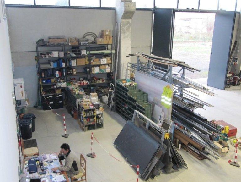 negozio con materiali di carpenteria
