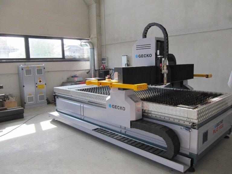 macchinario per taglio plasma