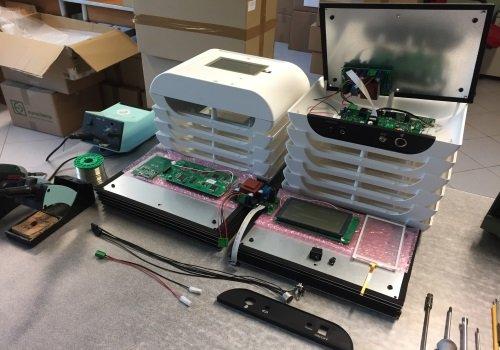 Primo piano di due circuiti elettrici
