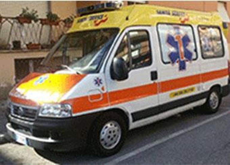 ambulanza parcheggiata