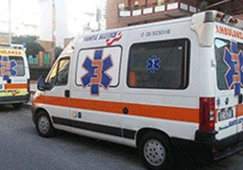 ambulanza con numero 3 sulla fiancata