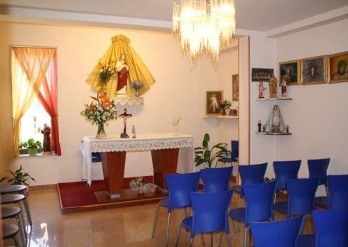 cappella per funzioni religiose all'interno della struttura per anziani